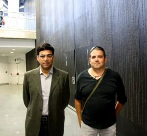 GM José Asins Y un aficionado Viswanathan Anand